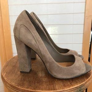 Sz 7.5 Badgley Mischka suede peep toe heels
